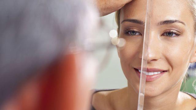 La différence entre le lifting complet du visage et le mini-lifting